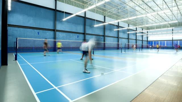 vidéos et rushes de timelapse de personnes faites une partie de badminton - badminton sport