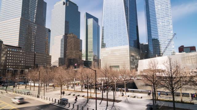タイムラプス:9/11メモリアルグラウンドゼロダウンタウンnyアメリカの周りのロウアーマンハッタンで人々の観光客が混雑しました。 - memorial点の映像素材/bロール