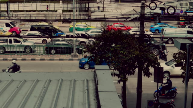 4 k zeitraffer: phra ram 9 junction, thailand, capital city - schrägansicht stock-videos und b-roll-filmmaterial