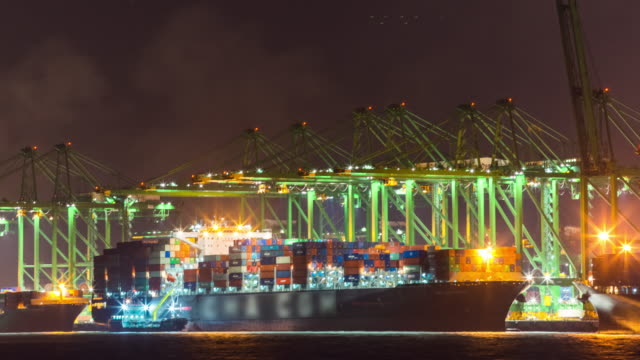 stockvideo's en b-roll-footage met time-lapse: port working cargo container in singapore - haven
