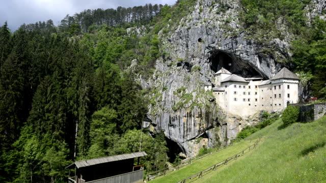 stockvideo's en b-roll-footage met time-lapse predjama castle in postojna cave, slovenia - kasteel