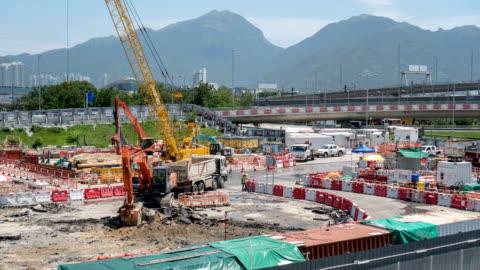 vidéos et rushes de 4k timelapse - construction d'une route - reconstruction