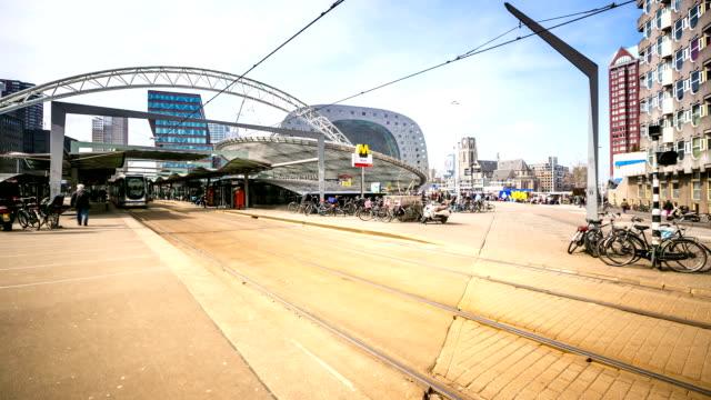 stockvideo's en b-roll-footage met hd time-lapse: rotterdam centrum en markt hal nederland - hd format