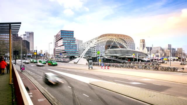 vídeos y material grabado en eventos de stock de time-lapse hd: rotterdam el centro de la ciudad y market hall países bajos - rotterdam