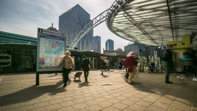 vídeos y material grabado en eventos de stock de 4 k time-lapse : rotterdam el centro de la ciudad y pasillo del mercado países bajos - rotterdam
