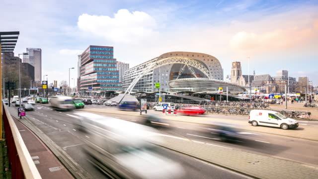 """vídeos de stock e filmes b-roll de 4 k """"time-lapse"""" : estação do centro da cidade de roterdão e mercado municipal países baixos - decisão"""