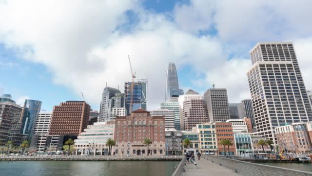 time-lapse san francisco downtown von pier 14 rincon park, kalifornien, usa - oakland verwaltungsbezirk alameda county stock-videos und b-roll-filmmaterial