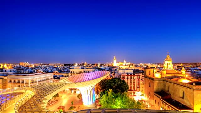 HD Time-lapse: Vista de Sevilla con Santa maría de la Sede de la catedral, Andalucía, España
