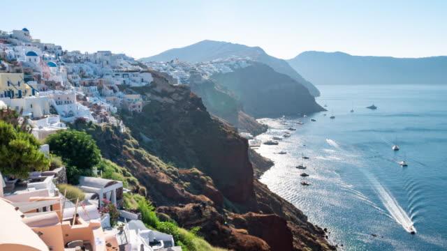 vídeos de stock, filmes e b-roll de lapso de tempo: santorini na cidade greece de oia com nascer do sol, definição 4k. - santorini