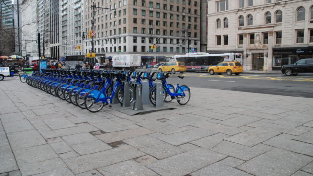 timelapse sequence - pedestrians on central park south / citibike station & vehicle traffic - scott mcpartland stock videos & royalty-free footage