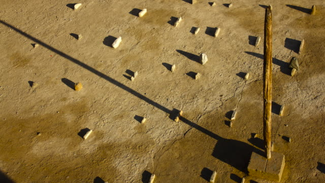 stockvideo's en b-roll-footage met timelapse shadow from sundial tracks across ground, oman - zonnewijzer