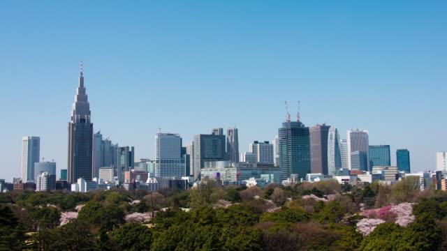 Timelapse Shinjuku Buildings and Shinjuku Gyoen in Spring