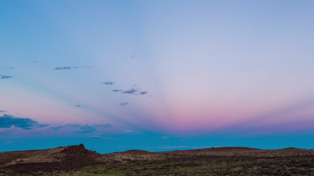 timelapse shot at twilight of a rocky karoo landscape against a colourful sky - karoo video stock e b–roll