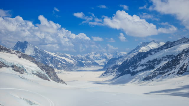 vidéos et rushes de time-lapse shot of jungfrau (one of the main summits of bernese alps) - jour