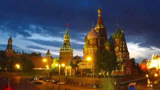 timelapse shot of st basil's cathedral moscow russia - dramatischer himmel stock-videos und b-roll-filmmaterial