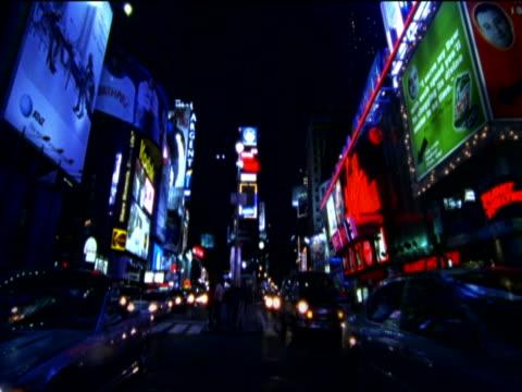 time-lapse shot of traffic and pedestrians at night, time square, new york, usa - okänt kön bildbanksvideor och videomaterial från bakom kulisserna