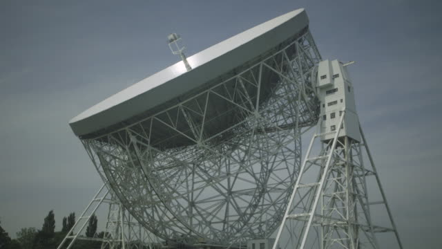 timelapse shot showing the enormous lovell telescope radio dish at the jodrell bank observatory tipping downwards (7x speed). - satellite stock videos & royalty-free footage
