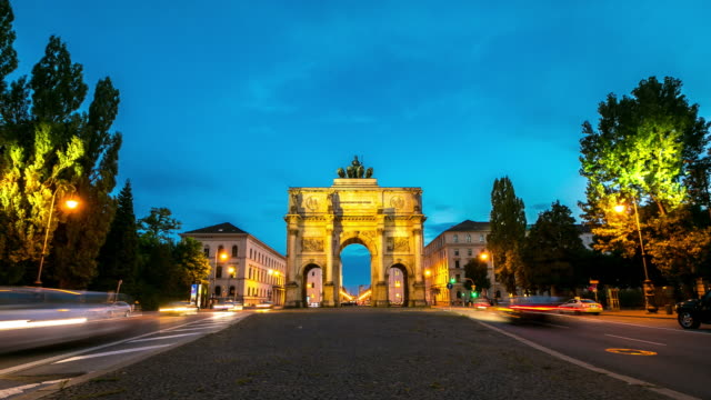 4K Time-lapse: Siegestor Victory Arch Munich Germany at dusk