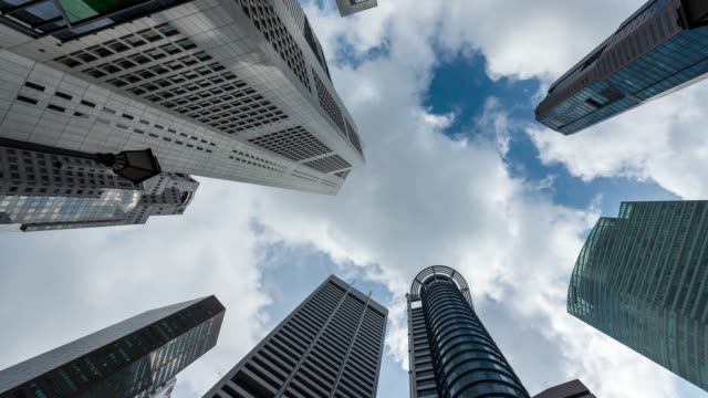 4k zeitraffer: singapore cityscape modern office background, pannenschuss - schwenk stock-videos und b-roll-filmmaterial