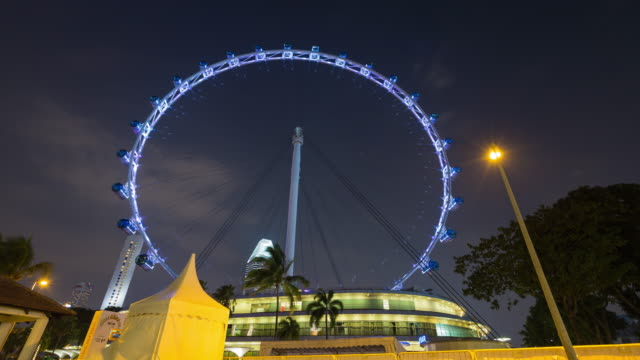 4K Timelapse: Singapore flyer in night