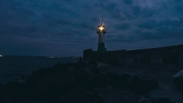 timelapse sonnenuntergang leuchttürm - sonnenuntergang stock videos & royalty-free footage