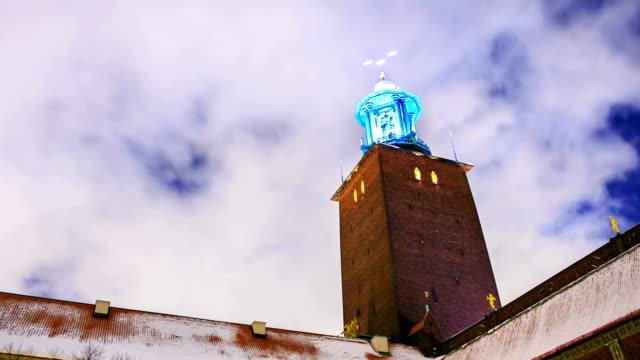 Time-Lapse: Tour de la mairie de Stockholm, de nuit