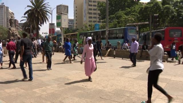 timelapse street scenes in central business district in nairobi kenya - kenia stock-videos und b-roll-filmmaterial