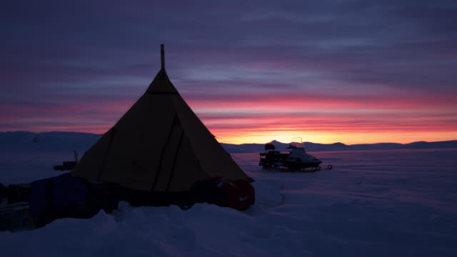 timelapse sun sets over tent and arctic camp, sweden - tent stock videos and b-roll footage