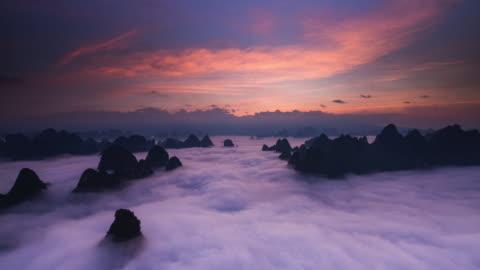 timelapse sonnenaufgang über wolken teil 1 - sunset stock-videos und b-roll-filmmaterial