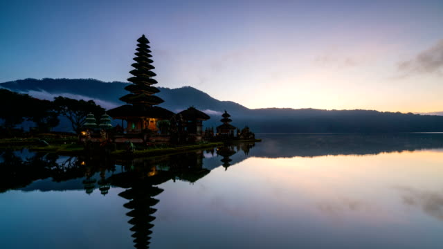 4K Time-lapse : Sunrise at Pura Ulun Danu Bratan Temple, Bali, Indonesia