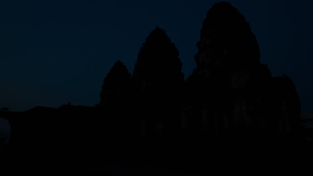 """""""timelapse sunrise over macaque (macaca fascicularis) troop on temple, lopburi, thailand"""" - macaque stock videos & royalty-free footage"""