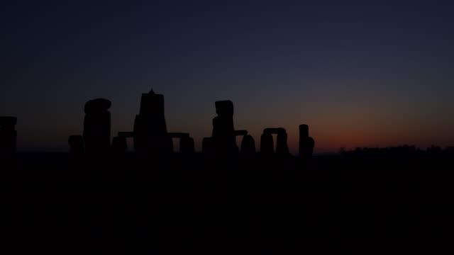 timelapse sunrise over prehistoric stonehenge monument, wiltshire, uk - prehistoric era stock videos & royalty-free footage