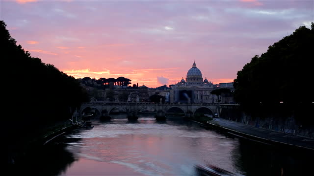 Timelapse: Sunset at St. Peter's cathedral in Rome, Italy