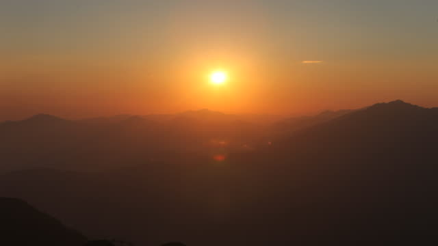 timelapse sunset in the mountains of altay, russia. - 静かな情景点の映像素材/bロール