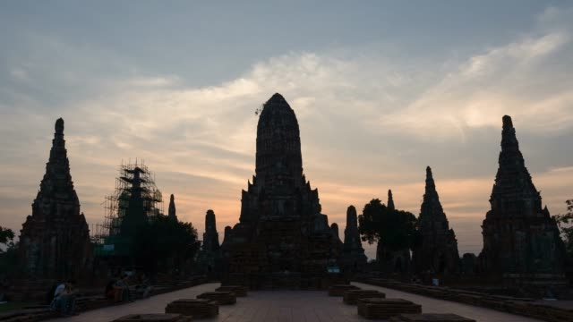 4k time-lapse: sunset time lapse wat chaiwattanaram, the famous temple in ayutthaya, thailand, tilt up shot - ayuthaya province stock videos and b-roll footage