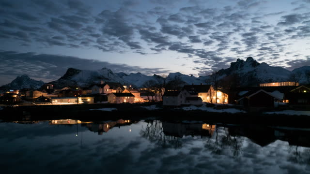 vídeos de stock, filmes e b-roll de timelapse svolvaer em lofoten, noruega. - países nórdicos
