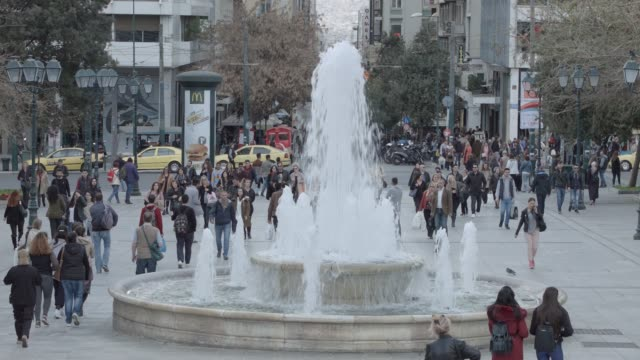 timelapse - telephoto - athens 4k raw footage - people at syntagma square, plaka, ermou street, monastiraki - athens greece stock videos & royalty-free footage