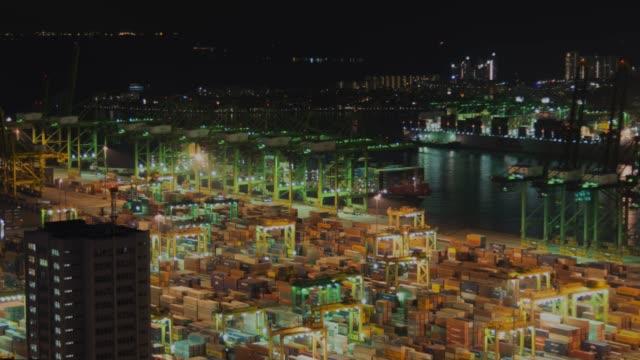 4K Zeitraffer: der Hafen von Singapur-Lager Import Export von Twilght Zeit arbeitet, verkleinern Sie die Ansicht