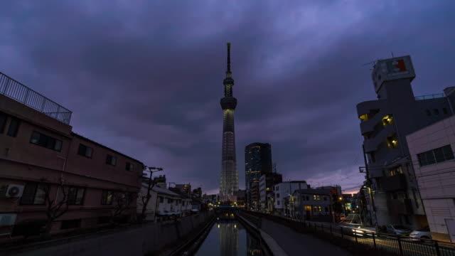 タイムラプス:運河沿いの東京スカイツリー 日本の夕日 - 運河点の映像素材/bロール