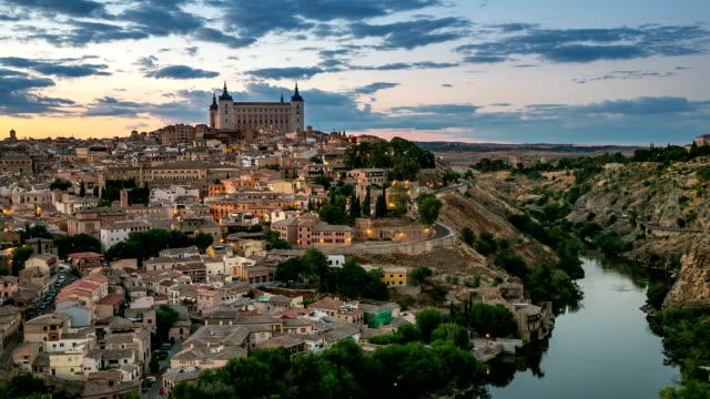 vidéos et rushes de hd timelapse: tolède sur la ville au coucher du soleil en espagne - spanish culture