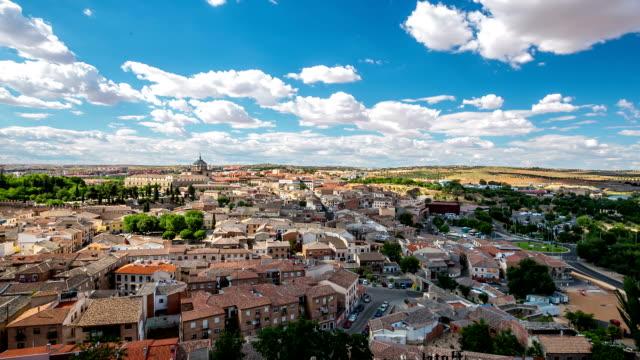 vídeos de stock e filmes b-roll de hd timelapse: vista da cidade de toledo spain - cultura espanhola
