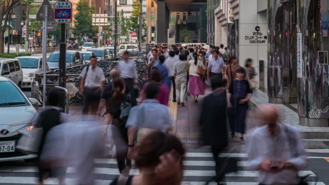 vídeos de stock e filmes b-roll de time-lapse tourist crowded and transportation at hakata in fukuoka cityscape downtown japantime-lapse tourist crowded and transportation at hakata in fukuoka cityscape downtown japan - expansão urbana