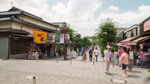 太宰府旧市街福岡に観光客が押し寄える - old town点の映像素材/bロール
