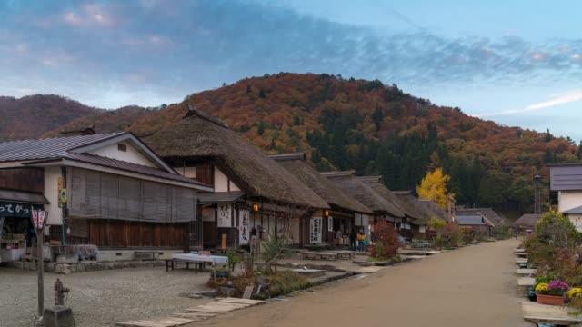 福島県大内宿の混雑時間経過: 観光 - 村点の映像素材/bロール