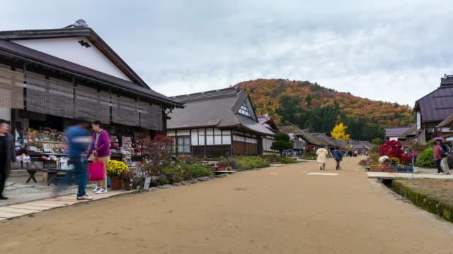 vídeos de stock, filmes e b-roll de time-lapse: turista lotada na ouchi-juku, japão fukushima - montanha zugspitze