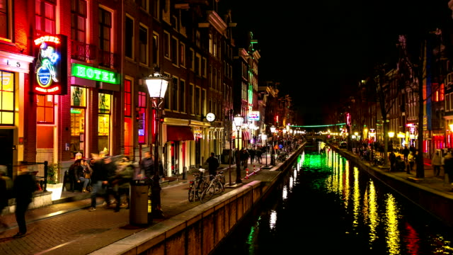 stockvideo's en b-roll-footage met hd time-lapse: tourist crowed amsterdam red light district night, netherland - nederland