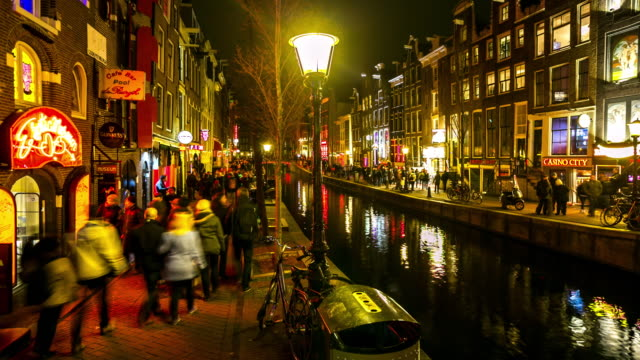 Time-lapse: Tourist crowed Amsterdam Red Light District night, Netherland