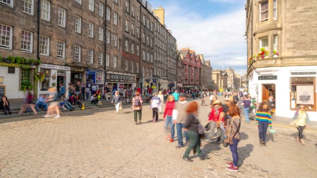Time-lapse: Tourist Pedestrian crowded at Royal Mile in old town Edinburgh Scotland UK