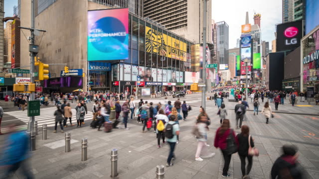 time-lapse: tourist pedestrian crowded at times square new york city usa in sunny day - tabellone video stock e b–roll