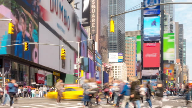 vídeos de stock e filmes b-roll de time-lapse: tourist pedestrian crowded at times square new york city usa in sunny day - meio dia